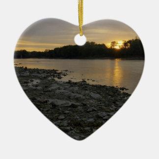 Beau lever de soleil de rivière ornement