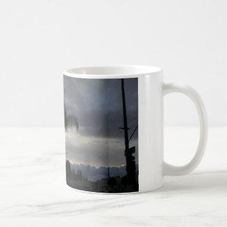 Beau nuage avec le lever de soleil mug blanc