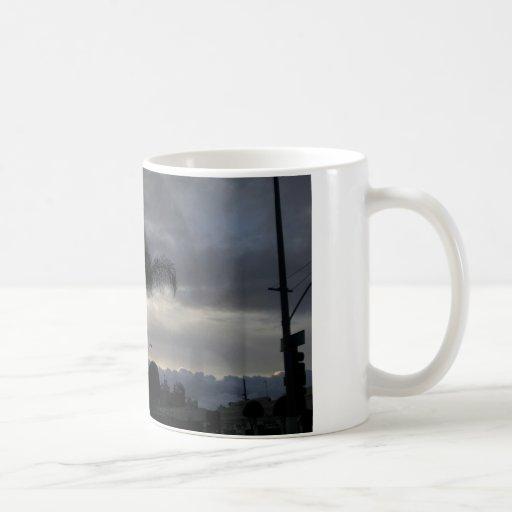 Beau nuage avec le lever de soleil mugs à café