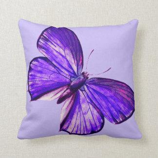 Beau papillon pourpre coussin décoratif