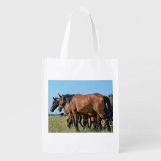 Beau sac d épicerie réutilisable de chevaux de bai