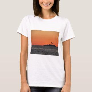 Beautiful sea sunset with island silhouette T-Shirt