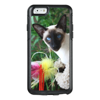 Beautiful Siamese Cat Playing With Toy OtterBox iPhone 6/6s Case