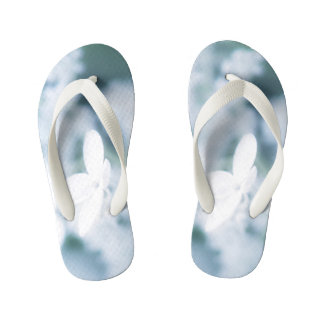 Beautiful white blossoms kid's flip flops
