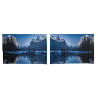 Beautiful yosemite national park landscape pillowcase