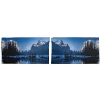 Beautiful yosemite national park landscape pillowcase