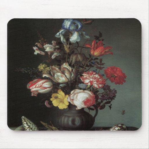 Beaux-arts floraux avec des iris de tulipes de ros tapis de souris
