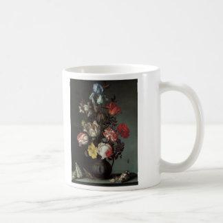 Beaux-arts floraux avec des iris de tulipes de ros tasses