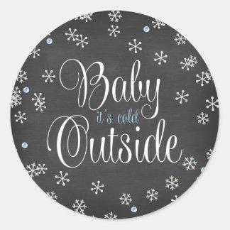 Bébé c'est baby shower bleu de flocons de neige sticker rond