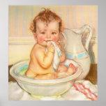 Bébé mignon ayant Bath Posters