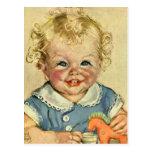 Bébé scandinave blond mignon vintage ou fille carte postale