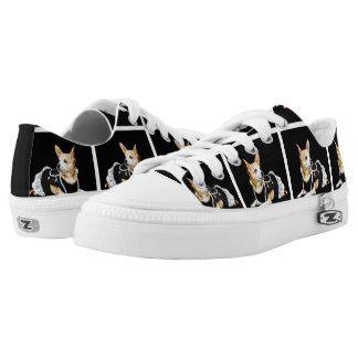 Beige painted glam chihuahua on black background Low-Top sneakers