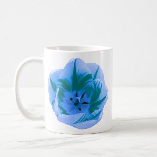 Belle tasse de tulipe bleue