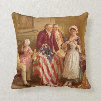 Betsy Ross cousant le coussin de drapeau américain