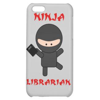 Bibliothécaire de Ninja avec le livre