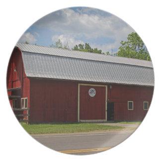 Bicentennial Barn IV Party Plates