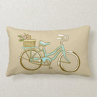 Bicyclette bleue mignonne avec des tulipes coussin