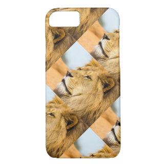Big lion looking far away iPhone 8/7 case