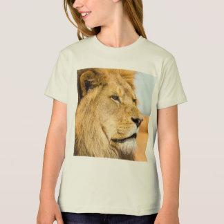 Big lion looking far away T-Shirt