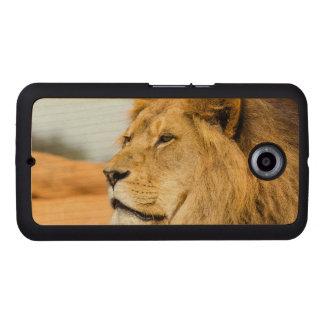 Big lion looking far away wood phone case