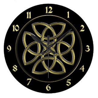 Black and Gold Celtic Dara Shield Knot Clock