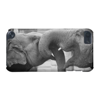 Black and White Elephant Love iPod Touch 5G Covers