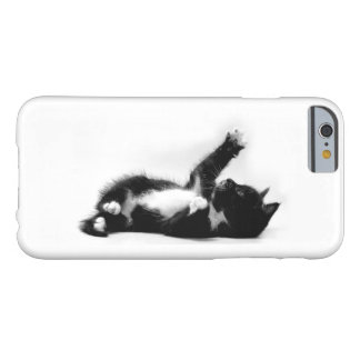 Black and white kitten on iPhone/Samsung case