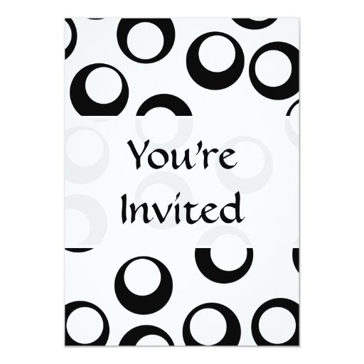 "Black and White Retro Circles Pattern. 5"" X 7"" Invitation Card"