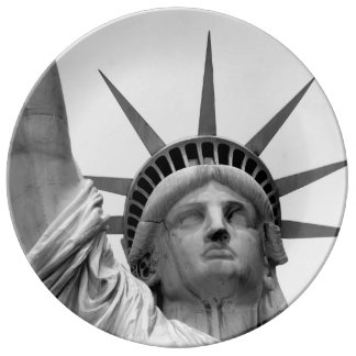 Black and White Statue of Liberty Plate