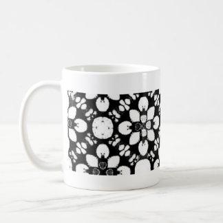 Black and White Traditional Flower Coffee Mug