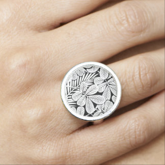 Black and white tropical plants ring