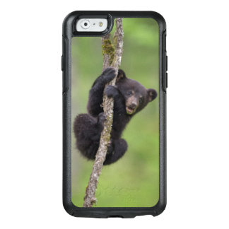 Black bear cub playing, Tennessee OtterBox iPhone 6/6s Case