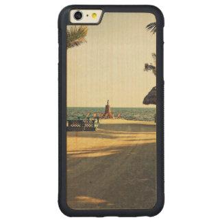 Black Fin Resort Carved® Maple iPhone 6 Plus Bumper Case