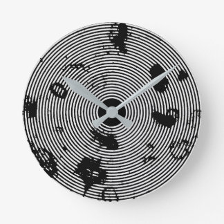 Black/White Circled Pattern Round Clock