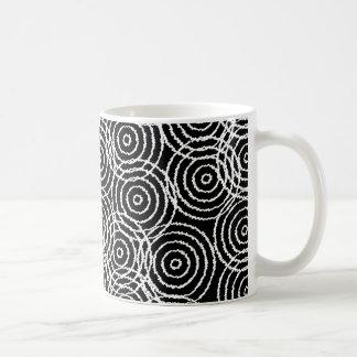 Black White Ikat Overlap Circles Geometric Pattern Mug