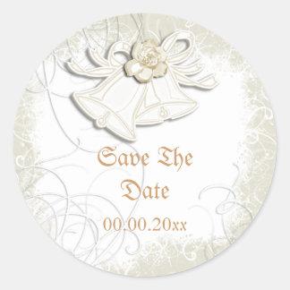 Blanc floral de mariage des cloches d'église n autocollant rond