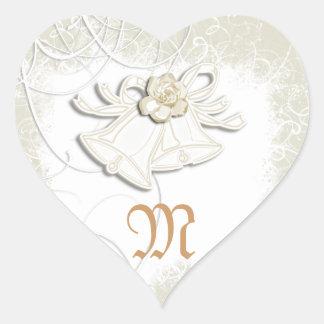 Blanc floral de mariage des cloches d'église n sticker cœur
