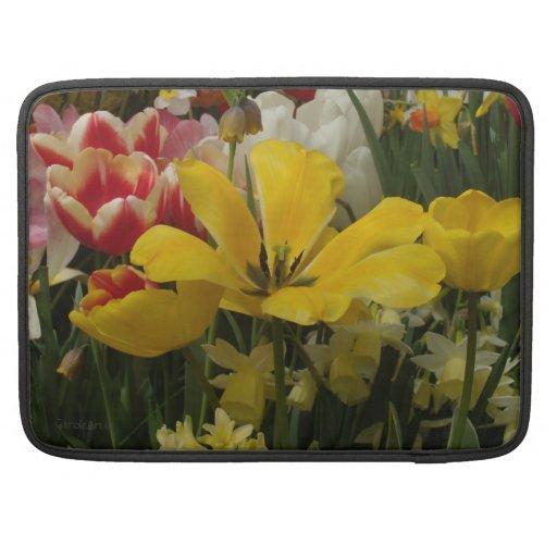 Blanc jaune rouge de tulipes de jardin poches pour macbook