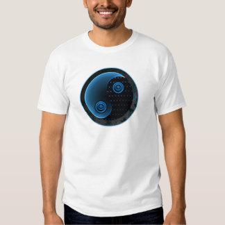 Bleu cosmique dans l'équilibre Yin Yang T-shirts