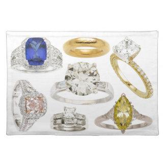 Bling a mis un anneau là-dessus des bagues de fian sets de table
