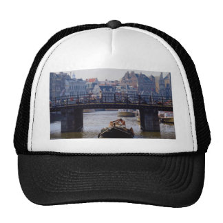 Boat traffic on the Single Gracht canal Hats