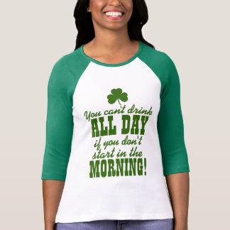 Boire de bière de vert du jour du paddy de St T-shirt