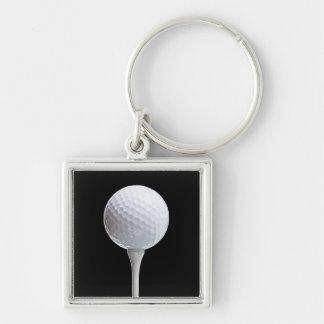 Boule et pièce en t de golf sur le noir - modèle porte-clé carré argenté