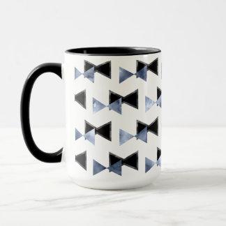 Bow-tie triangle shape mug