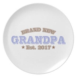 Brand New Grandpa Est. 2017 (Purple) Party Plates