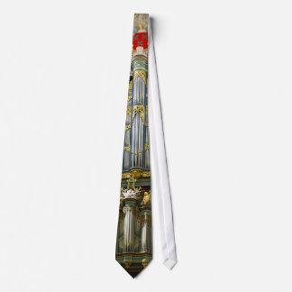 Breda organ tie