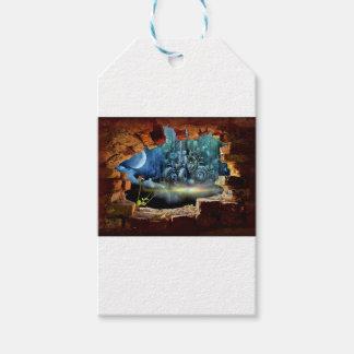 Broken wall view gift tags