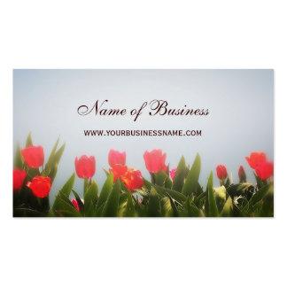 Brume rouge florale élégante de tulipes au carte de visite