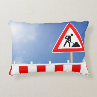 Building site, building site closing and building accent pillow