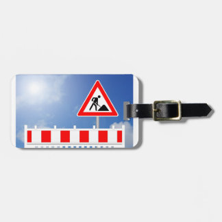 Building site, building site closing and building luggage tag